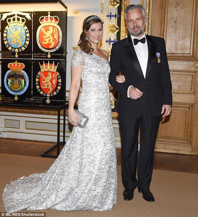 """prinţ Norvegia Kevin Spacey l a """"inghesuit"""" pe printul Norvegiei"""