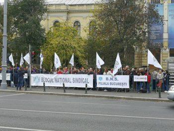 prot 350x263 Sindicalistii in strada, in fata Guvernului