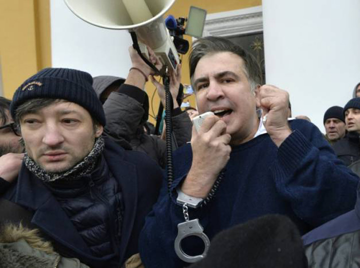 saakasvili Fostul presedinte georgian, arestat la Kiev si eliberat de multime