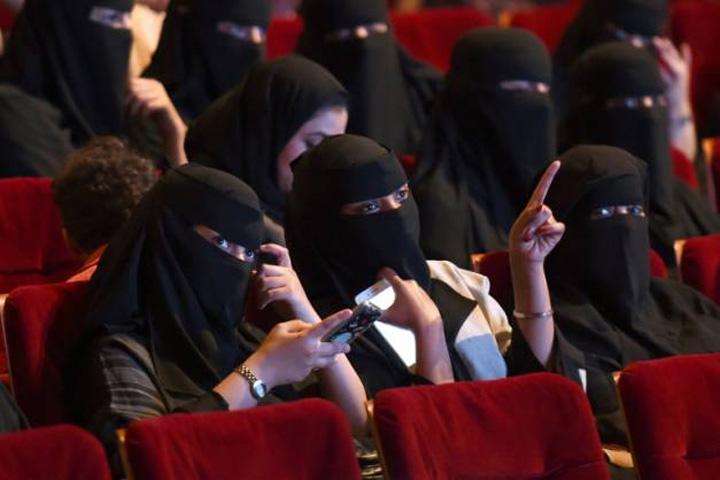 sauditi Sauditii deschid salile de cinema