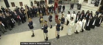 sfarsit slujba 350x152 Slujba de inmormantare a Regelui Mihai, oficiata la Patriarhie, s a incheiat