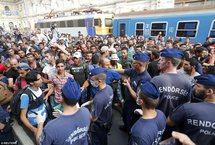 ungaria refugiati Ungaria respinge refugiatii lui Soros