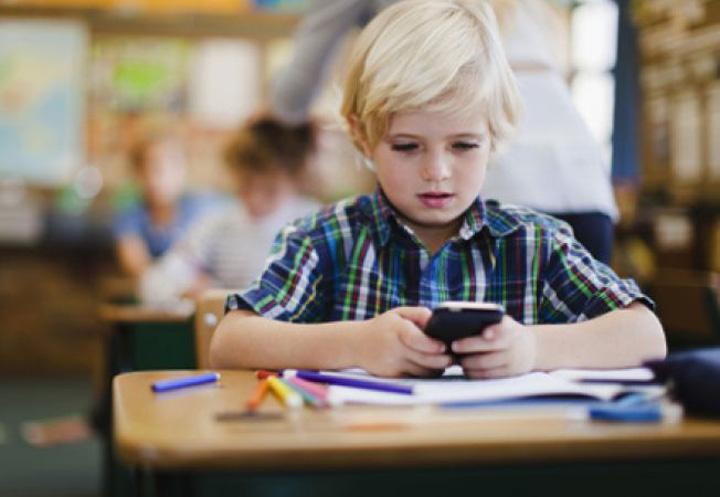 652x450 079059 telefonul mobil la scoala pro si contra 1 Telefoanele, interzise in scoli, uniformele nu mai sunt obligatorii