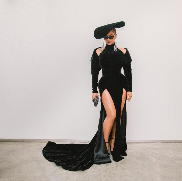 Beyonce Grammy 2018: trandafirii albi ai violului!
