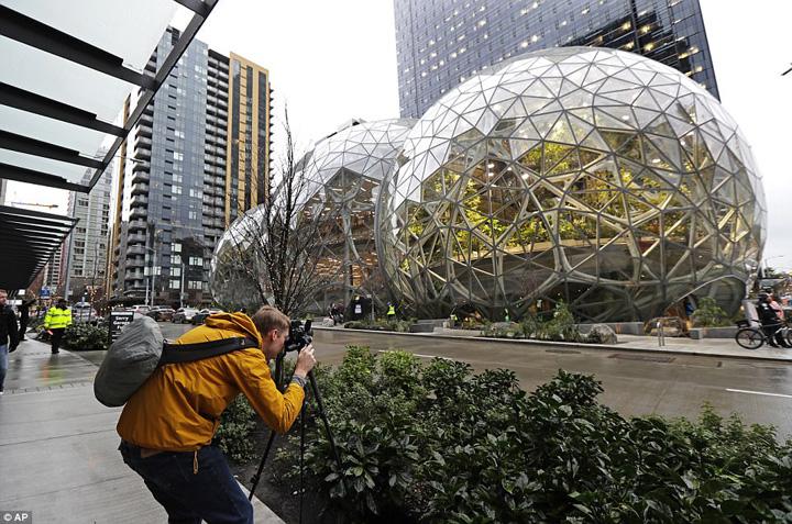 amazon 1 Amazonul lui Bezos e Amazon pe bune