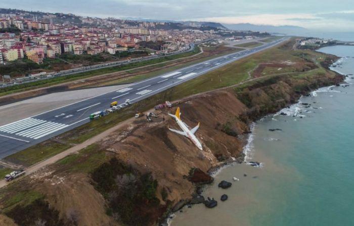 avion Cu avionul pe faleza
