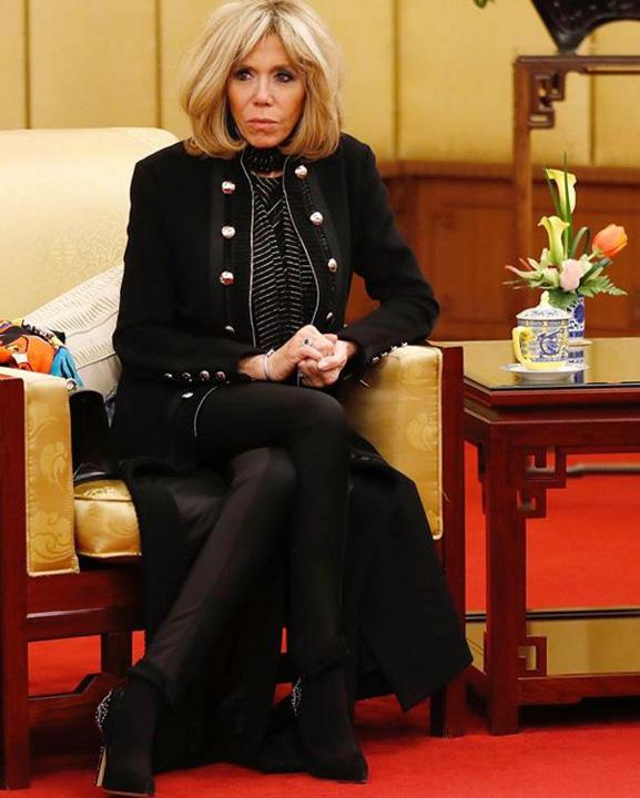 b.macron tinuta elisaab Brigitte Macron i a dat pe spate pe chinezi