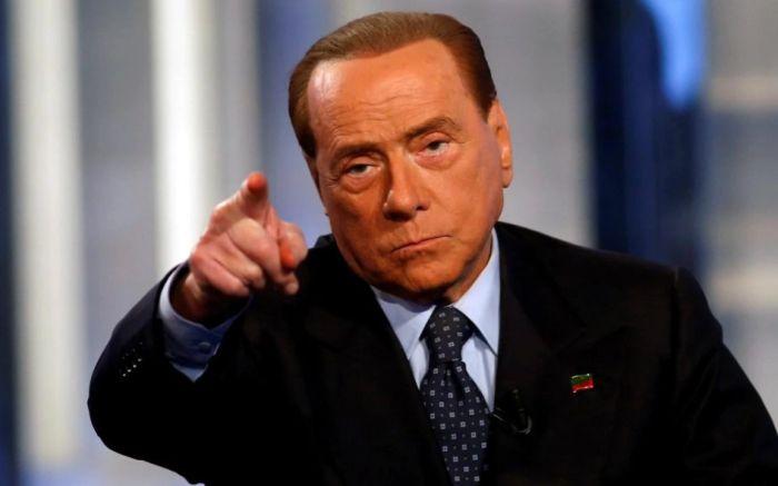 berlusconi Berlusconi: toti migrantii ilegali din Italia sunt infractori