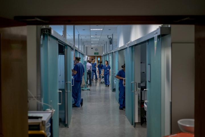 brexit 1 Brexit amana 55.000 de operatii in spitalele britanice