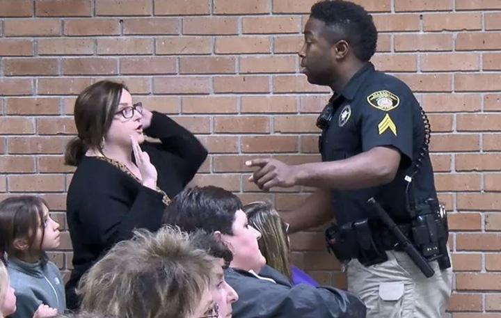 catuse Arestata pentru ca s a plans de salariu