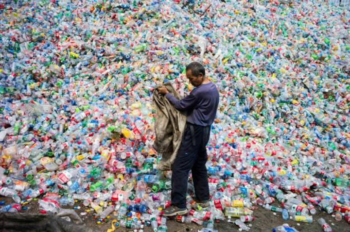 china1 China blocheaza importul deseurilor