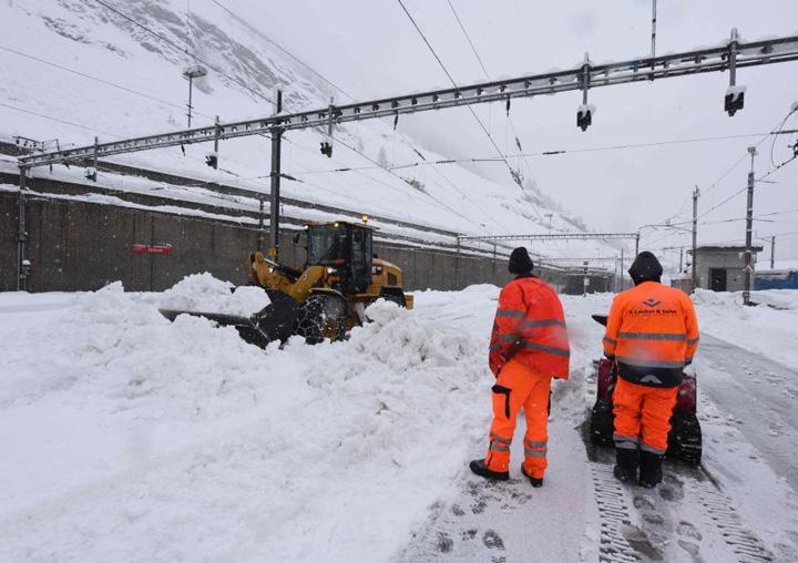 elvetia 13.000 de turisti, blocati de zapada in Elvetia