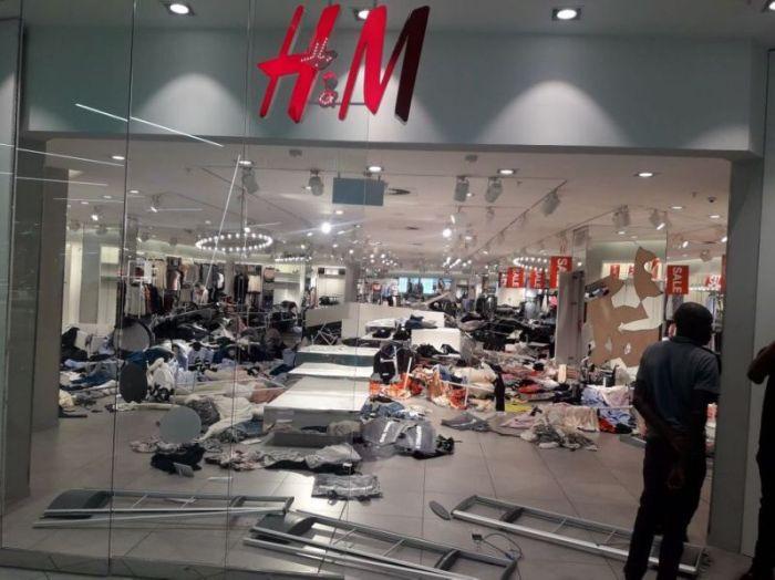magazine2 Magazinele H&M, vandalizate in Africa de Sud