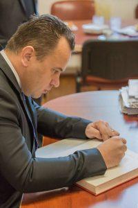 ministru 1 200x300 Ministrul Pop: Nu sunt in Guvernul Romaniei pe persoana fizica