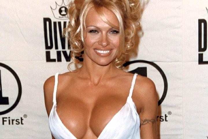 pamela anderson  Pamela Anderson se muta in Franta,  din iubire