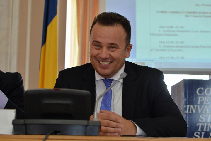 """pop 1 Ciudata Romanie: petitie pentru sustinerea ministrului """"genunche"""""""