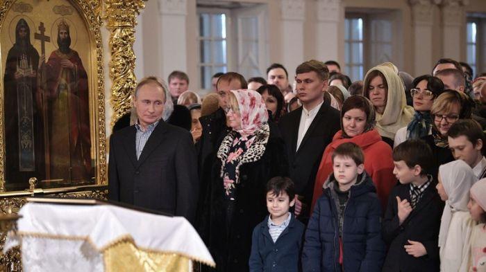 putin Putin s a crucit la Sankt Petersburg