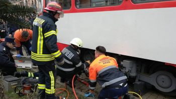 tramvai 2 350x197 Interventie dramatica: fetita de 12 ani, lovita de tramvai la Arad