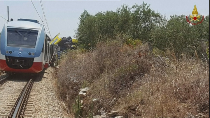tren2 Grav accident feroviar in Italia