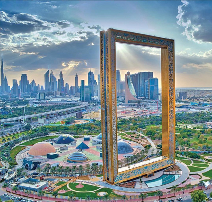 Dubai Frame Dubai, paradisul romanilor