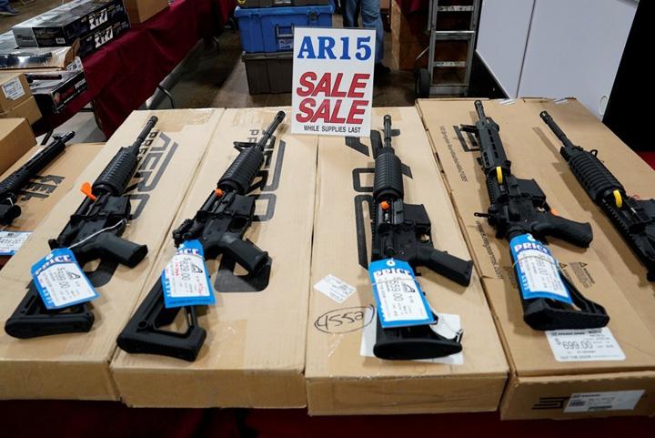 ar 15 mare Colt AR 15, arma care loveste inima Americii