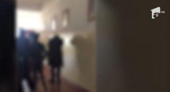 bataie 350x189 Trei RETINERI in cazul elevului agresat intr o scoala din Constanta