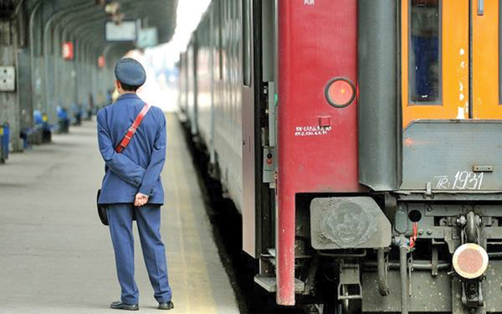 controlor tren vagon Cum s au ghiftuit sefii CFR cu bonusuri