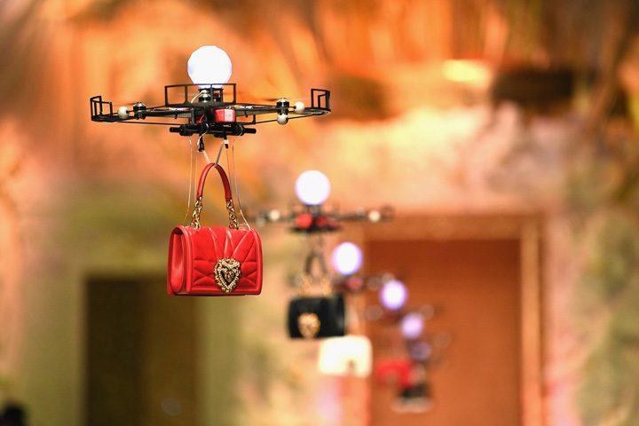 drone 1 720x480 Prezentare de moda cu drone