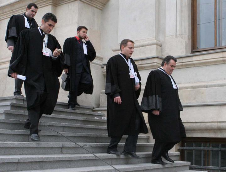judec Judecatori si procurori fug din sistem!
