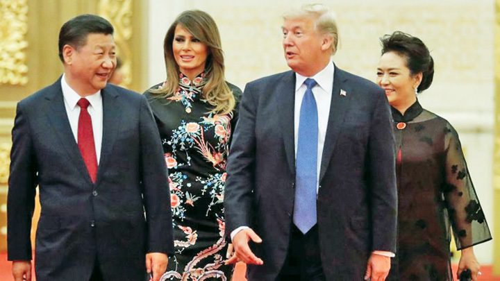 medalion valiza Bataie pe valiza nucleara a lui Trump