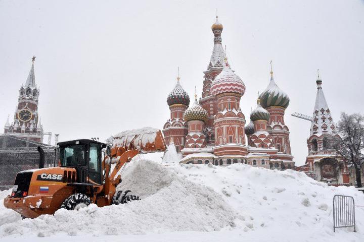 moscova 5 Moscova, inghitita de zapada
