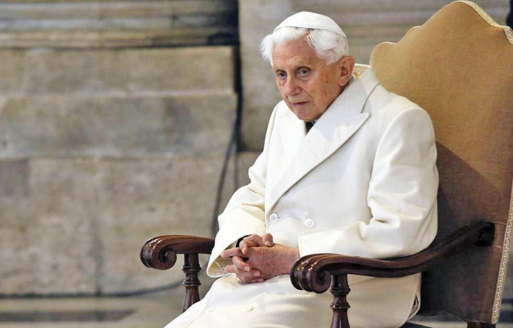 papa Fostul papa se pregateste sa moara