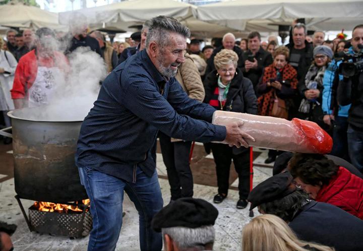 penis 9 Festivalul grecesc al penisului