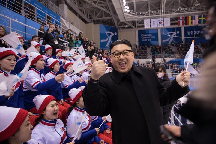 sosia 1 JO 2018: Sosia lui Kim Jong un in fata majoretelor nord coreene