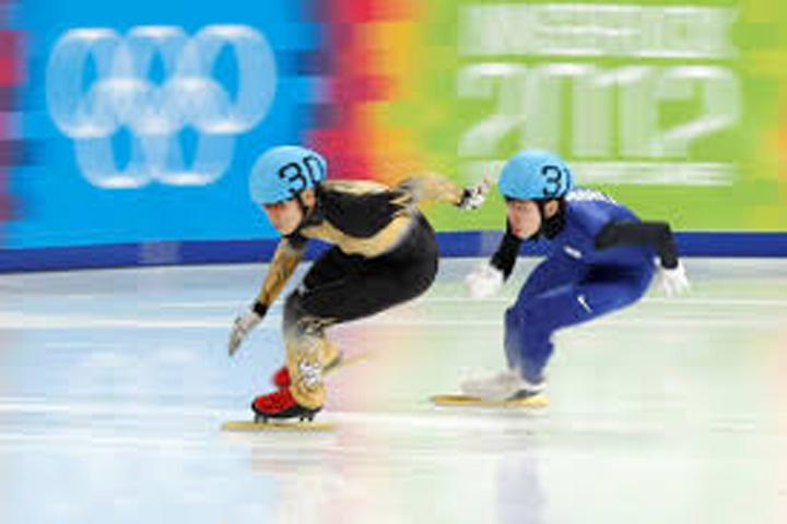 sportiv dopat Antrenorul care tricoteaza pe pista olimpica