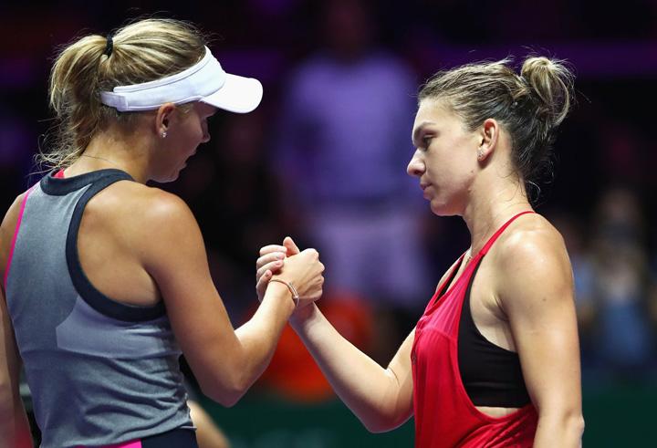 tenis Wozniacki o consoleaza pe Simona Halep