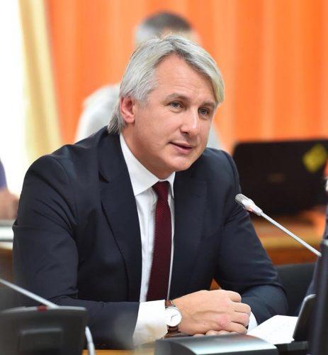 teodorovici 463x500 S a dezbatut motiunea simpla la adresa ministrului Finantelor