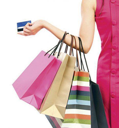 22 cumparaturi shutterstock 100069028 1 605x 467x500 Dispar cardurile de credit si de cumparaturi!