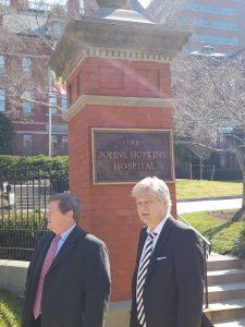 Primarul Dan Tudorache in vizita la Spitalul Johns Hopkins 225x300 Primarul sectorului 1, in SUA. Intalniri importante