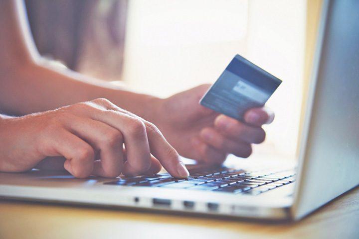 ap comert electronic 720x481 Paradoxul romanesc: cautam online, dar cumparam din mall