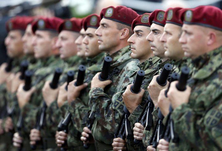 armata 720x489 Soldatii sarbi, trimisi la facut copii