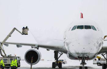 avi 350x224 Intarzieri si zboruri anulate, vineri, pe Otopeni, din cauza vremii