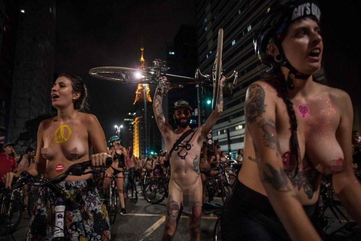 biciclisti 2 720x481 Protest in fundul gol al biciclistilor brazilieni