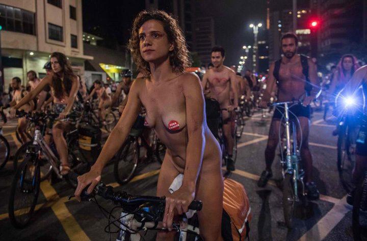 biciclisti3 720x472 Protest in fundul gol al biciclistilor brazilieni