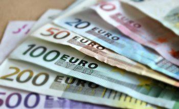 euro 350x213 A gasit peste 33.000 de euro intr un cos de cumparaturi, in Capitala