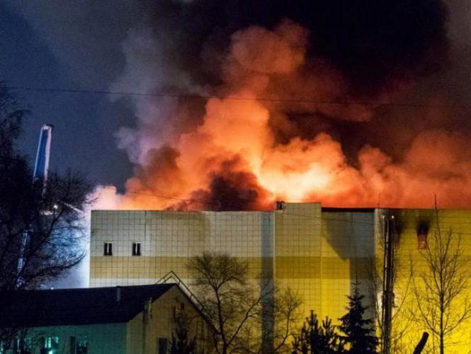 foc 665x500 64 de morti in incendiul din Kemerovo