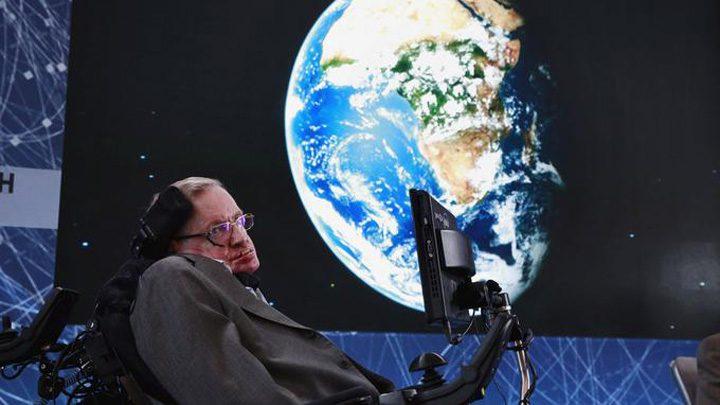 hawking medalion 720x405 Stephen Hawking, inmormantat langa Darwin si Newton