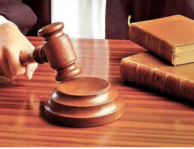judecator  650x500 Deci se poate! Vodafone, obligata  sa plateasca daune morale de 10.000 lei