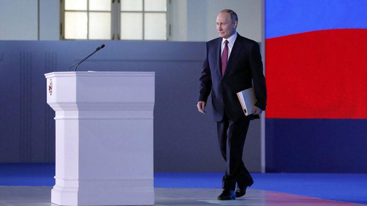 medalion putin 720x405 Putin descopera saracia rusilor si ofera rachete pe saturate