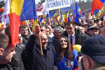 multime 350x233 Marea Adunare Centenara de la Chisinau. Basescu, mesaj